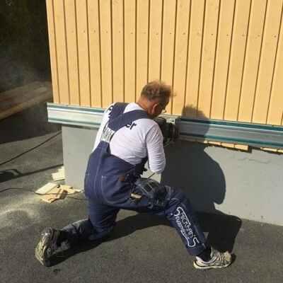 Byggfirma och arbeta i värmen